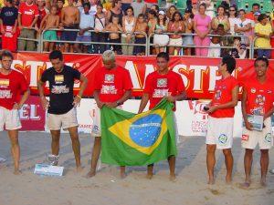 Bello y Marcelinho Bandera Brasil Futvoley 2005